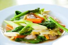 vegetais coloridos Agitar-fritados da mistura fotografia de stock royalty free