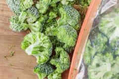 Vegetais congelados dos brócolis foto de stock