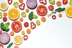 Vegetais cortados sortidos e frutos Fotografia de Stock Royalty Free