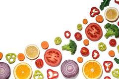 Vegetais cortados sortidos e frutos Fotos de Stock Royalty Free