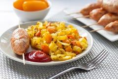 Vegetais cozidos com o no espeto da cúrcuma e do cominhos e do peru imagem de stock royalty free