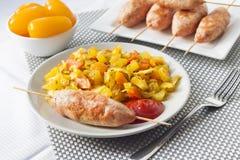 Vegetais cozidos com o no espeto da c?rcuma e do cominhos e do peru imagem de stock royalty free