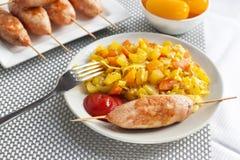 Vegetais cozidos com o no espeto da c?rcuma e do cominhos e do peru imagem de stock