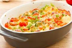 Vegetais cozidos com queijo imagem de stock
