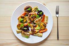 Vegetais cozidos deliciosos no pergaminho Fotos de Stock