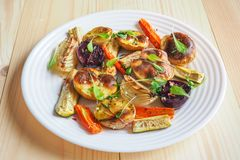 Vegetais cozidos deliciosos no pergaminho Imagens de Stock