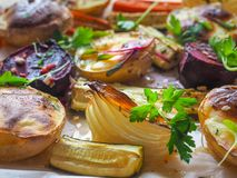 Vegetais cozidos deliciosos no pergaminho Foto de Stock Royalty Free