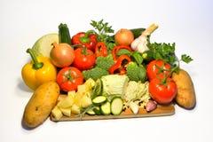 Vegetais crus, bas do alho das batatas da cebola da couve do tomate da pimenta Fotos de Stock