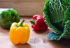 Vegetais crus coloridos frescos orgânicos Fotos de Stock