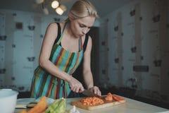 Vegetais da estaca da mulher nova Foto de Stock Royalty Free