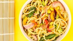 Vegetais de Fried Egg Noodles With Fresh da agitação Imagens de Stock Royalty Free