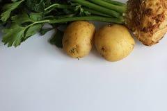 Vegetais de raiz tradicionais aipo vermelho e batatas Fotografia de Stock Royalty Free