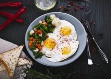 Vegetais deliciosos, saborosos fritada e da mistura em uma placa Fotografia de Stock