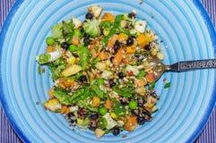 Vegetais desbastados frescos com sementes e fruto brotados chop fotografia de stock