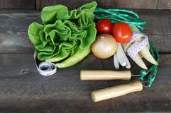 Vegetais, dieta saudável no assoalho de madeira velho Fotos de Stock Royalty Free