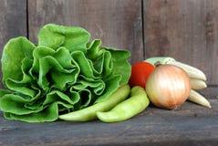 Vegetais, dieta saudável no assoalho de madeira velho Imagens de Stock