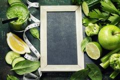 Vegetais e batido verdes frescos Fotos de Stock