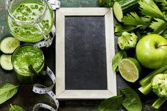 Vegetais e batido verdes frescos Fotos de Stock Royalty Free