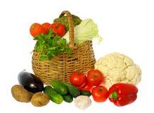 Vegetais e cesta Foto de Stock