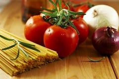 Vegetais e espaguete imagens de stock