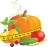 Vegetais e frutas com fita de medição Foto de Stock Royalty Free