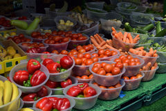Vegetais e frutos no mercado de Birmingham, Reino Unido Fotos de Stock