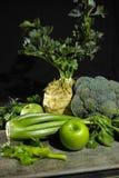 Vegetais e frutos verdes - aipo, maçãs, celer da raiz de aipo Foto de Stock Royalty Free