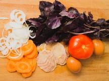 Vegetais e manjericão Fotografia de Stock Royalty Free