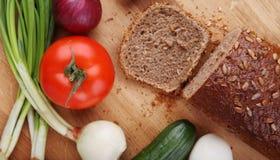 Vegetais e pão Fotografia de Stock Royalty Free