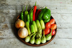 Vegetais em um de madeira Imagens de Stock Royalty Free