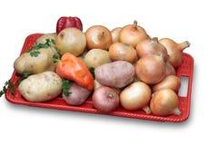 Vegetais em uma bandeja vermelha Imagem de Stock