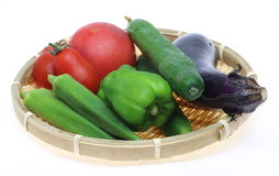 Vegetais em uma cesta Foto de Stock