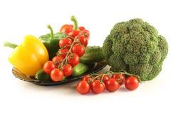 Vegetais em uma placa Imagens de Stock