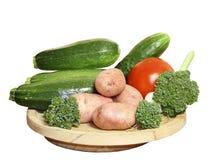 Vegetais em uma placa de madeira Foto de Stock Royalty Free