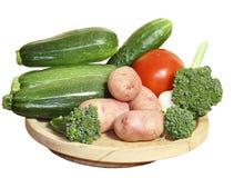 Vegetais em uma placa de madeira Imagem de Stock