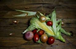 Vegetais em uma tabela velha Foto de Stock