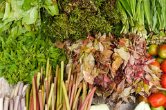 Vegetais, ervas e frutos no mercado asiático do alimento Imagens de Stock Royalty Free