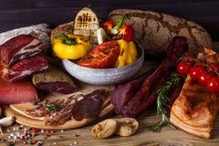 Vegetais espasmódicos e grelhados da carne Fotografia de Stock Royalty Free