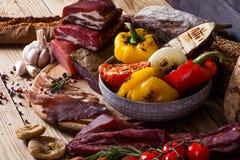Vegetais espasmódicos e grelhados da carne Imagem de Stock