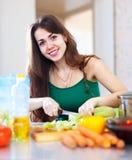 Vegetais felizes do corte da mulher Imagens de Stock Royalty Free