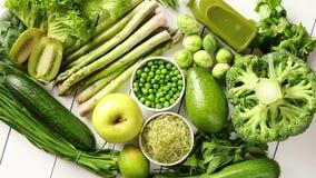 Vegetais, frutos e ervas orgânicos antioxidantes verdes video estoque