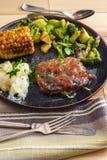 Vegetais grelhados do bife de Salisb?ria imagem de stock