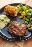 Vegetais grelhados do bife de Salisb?ria fotos de stock