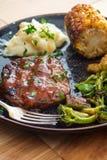 Vegetais grelhados do bife de Salisb?ria imagem de stock royalty free