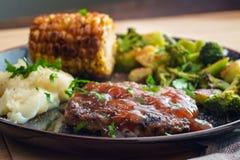 Vegetais grelhados do bife de Salisb?ria imagens de stock royalty free
