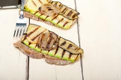 Vegetais grelhados no pão Fotografia de Stock Royalty Free