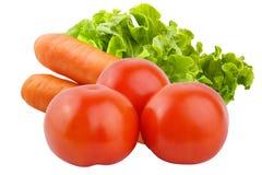 Vegetais isolados Tomates, cenouras e salada isolados no whi Imagens de Stock Royalty Free