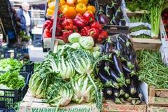 Vegetais locais sazonais frescos no mercado Imagem de Stock