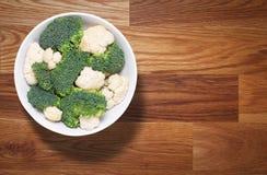 Vegetais na bacia Foto de Stock