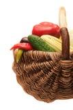 Vegetais na cesta de madeira. Imagens de Stock Royalty Free